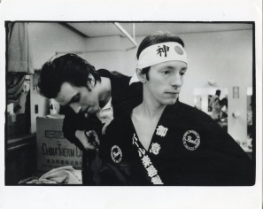 Kosmo Vinyl with Topper Headon (Backstage, Tokyo) - © Pennie Smith