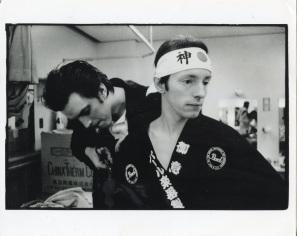 Kosmo Vinyl with Topper Headon (Backstage, Tokyo) - © Pennie Smith